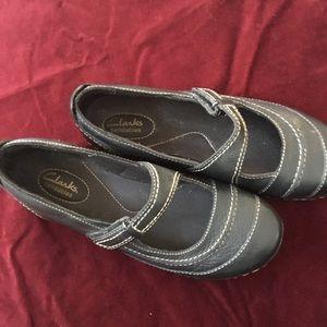 Black Clarks maryjanes. Size 9